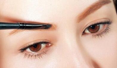 如何使眉毛浓密