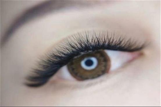 如何增长睫毛和浓密睫毛